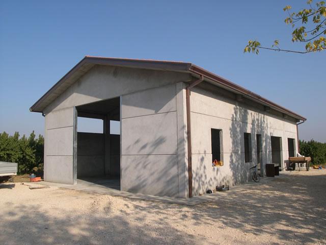 Prefabbricati cemento armato for Capannoni in legno prezzi