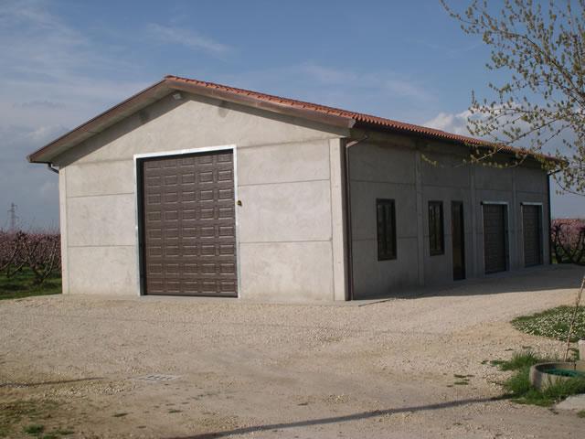 Capannoni prefabbricati agricoli prezzi terminali for Capannoni in legno prezzi