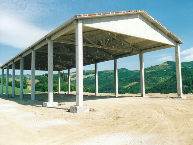 Capannone prefabbricato in cemento usato
