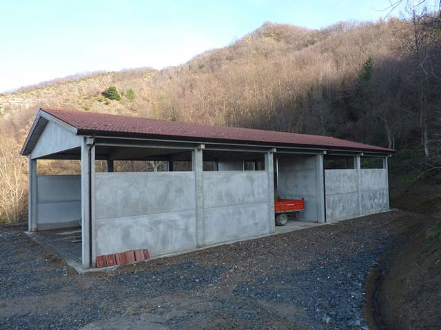 Capannone prefabbricato in cemento usato pannelli for Capannoni agricoli usati