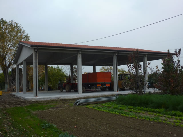 Alfa pose prefabbricati in cemento armato ad uso agricolo for Capannoni in legno prezzi
